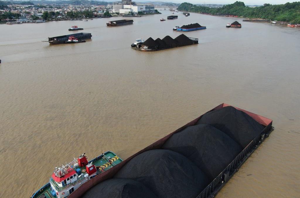 "Dari ""Commons"" Menuju Ekstraksi, dan Perlawanannya: Cerita Sungai Mahakam"